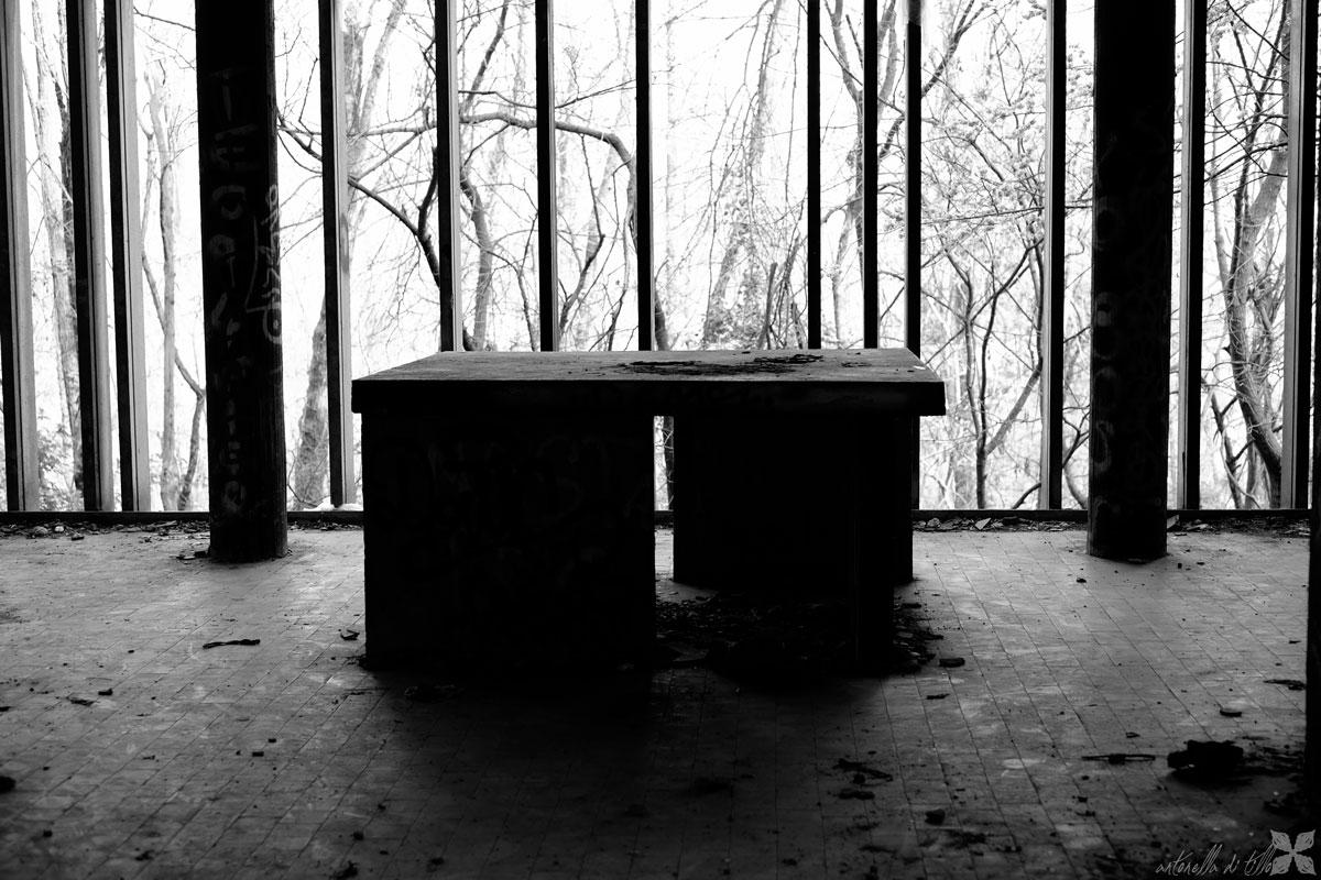La scrivania nel nulla